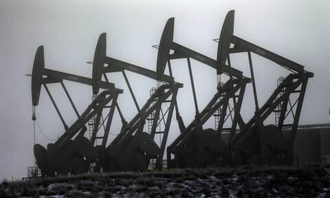 «Άλμα» στους δείκτες στη Wall Street -  Πάνω από τα 84 δολάρια το πετρέλαιο