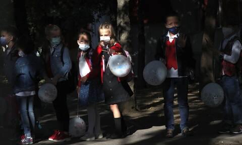 Κορονοϊός: Τα παιδιά και οι έφηβοι μπορεί να έχουν υψηλό ιικο φορτίο μετάδοσης