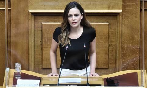 Αχτσιόγλου: Η νέα εκτίμηση της ΕΛΣΤΑΤ για βαθύτερη ύφεση το 2020 εκθέτει την κυβέρνηση
