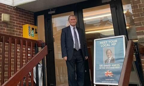 Βρετανία: Νεκρός ο βουλευτής που δέχτηκε επίθεση με μαχαίρι έξω από εκκλησία