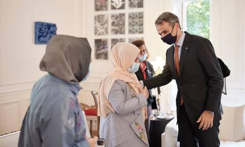Συνάντηση Μητσοτάκη με γυναίκες βουλευτές και δικαστικούς από το Αφγανιστάν - Τι συζήτησαν