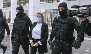 Δίκη βιτριόλι: «Ψυχρή, απόμακρη και με δολοφονικό βλέμμα», λέει κρατούμενη για την Έφη Κακαράντζουλα