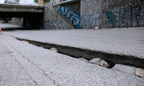 Κακοκαιρία «Μπάλλος»: Διεκόπη η κυκλοφορία σε περιοχή του Χαλανδρίου λόγω καθίζησης οδοστρώματος