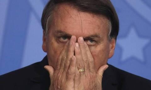 Βραζιλία: Ο Μπολσονάρου λέει ότι κρύβεται για να κλάψει στην τουαλέτα