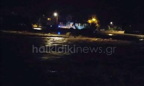 Κακοκαιρία «Μπάλλος»- Χαλκιδική: Νύχτα αγωνίας στην Ολυμπιάδα – Εκκενώθηκαν σπίτια κοντά στα ρέματα