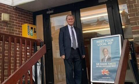 Βρετανία: Η αστυνομία θεωρεί «τρομοκρατική ενέργεια» τον φόνο του βουλευτή Ντέιβιντ Άμες