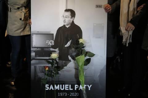 Η Γαλλία αποτίει φόρο τιμής στον εκπαιδευτικό Σαμουέλ Πατί που αποκεφαλίστηκε από 18χρονο ισλαμιστή