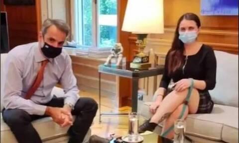 Η συνάντηση Μητσοτάκη με την Tik Toker Άννα Μπαλάν που δίνει φωνή σε άτομα με προβλήματα όρασης