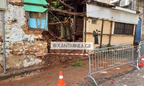Κακοκαιρία «Μπάλλος»: Κατέρρευσε τοίχος στην Ξάνθη – Άνοιξαν τρύπες στους δρόμους