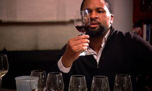 Κρασί: Καταπολεμά άνοια και Alzheimer μαζί με ένα συγκεκριμένο φαγητό