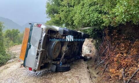 Ναύπακτος: Στο νοσοκομείο μετά από ανατροπή του αυτοκινήτου του  (pics - vid)