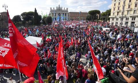 Ιταλία: Ένταση σε πορεία αντιεμβολιαστών στο Μιλάνο - Πέντε προσαγωγές