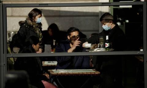 Βρετανία: Πάνω από 43.000 κρούσματα κορονοϊού σε 24 ώρες