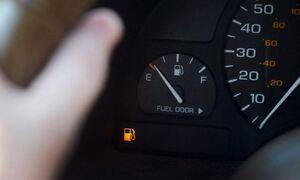 Πόσα χιλιόμετρα θα μπορέσετε να κάνετε με λαμπάκι για το καύσιμο;