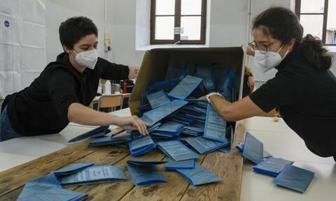Ιταλία: Δεύτερος γύρος των δημοτικών εκλογών σε 65 ιταλικές πόλεις - Η μάχη για τη Ρώμη