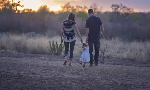 Εθνικό σχέδιο για τη στήριξη της οικογένειας σε μία Ελλάδα που γερνάει: Τα μέτρα που εξετάζονται