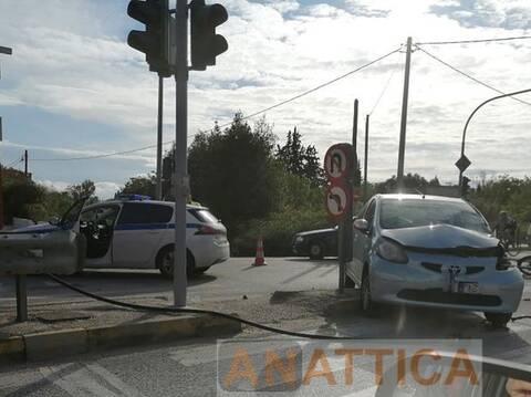Νέα Μάκρη: Τροχαίο στη Μαραθώνος – Τραυματίστηκε ο οδηγός της μηχανής