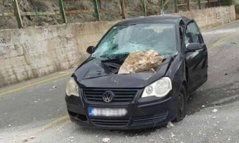 Αράχωβα: Πήγαιναν εκδρομή και έπεσε πάνω τους βράχος