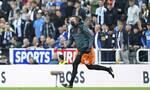 Premier League: Διακοπή στο Νιουκάστλ – Τότεναμ - Κατέρρευσε οπαδός στις κερκίδες (video)