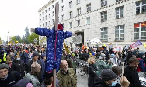 Πολωνία: Χιλιάδες διαδήλωσαν κατά της επαναπροώθησης μεταναστών