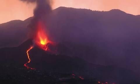 Ισπανία: Καθηλωμένα τα αεροσκάφη στη Λα Πάλμα, λόγω της τέφρας από το ηφαίστειο Κούμπρε Βιέχα