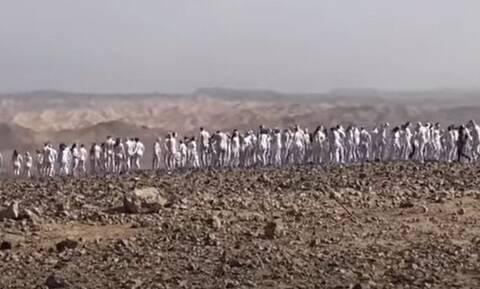 Κλιματική αλλαγή: Γυμνή φωτογράφιση για τη σωτηρία της Νεκράς Θάλασσας στο Ισραήλ