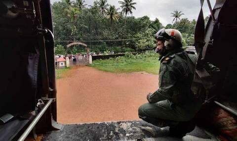 Πλημμύρες στην Ινδία: Δεκάδες νεκροί από τις σφοδρές βροχοπτώσεις και τις κατολισθήσεις στην Κεράλα