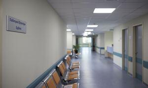 Άγριος ξυλοδαρμός γιατρού από ασθενή στο νοσοκομείο Ιωαννίνων