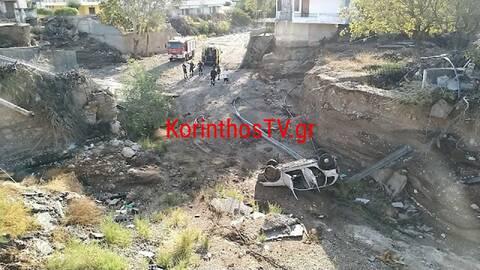 Σοκαριστικό τροχαίο στην Κινέττα: Αυτοκίνητο έπεσε από κατεστραμμένη γέφυρα 12 μέτρων