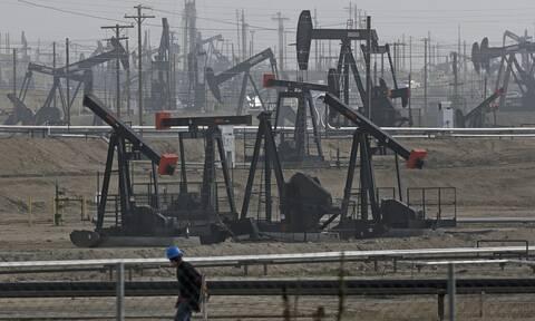 Χωρίς κατεύθυνση η Wall Street - Υποχωρούν οι τιμές του πετρελαίου