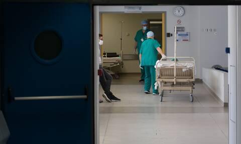 Τρίκαλα: «Θα είχε σωθεί ο 29χρονος που πέθανε από κορονοϊό αν είχε έρθει νωρίτερα στο νοσοκομείο»