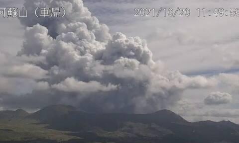 Ιαπωνία: Συναγερμός από έκρηξη ηφαιστείου σε δημοφιλή τουριστικό προορισμό