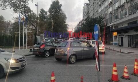 Κίνηση ΤΩΡΑ-Θεσσαλονίκη: «Αμόκ» και ταλαιπωρία στη Λ. Νίκης από την ασφαλτόστρωση