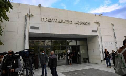 Ζακ Κωστόπουλος: Παρόντες οι 5 από τους 6 κατηγορούμενοι - Για την αίθουσα η πρώτη «μάχη»