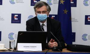 Σωτήρης Τσιόδρας: LIVE οι ανακοινώσεις για τους εμβολιασμούς στην Ελλάδα