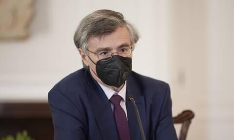 Το come back του Σωτήρη Τσιόδρα - Γιατί η κυβέρνηση αποφάσισε να μπει ξανά στην πρώτη γραμμή