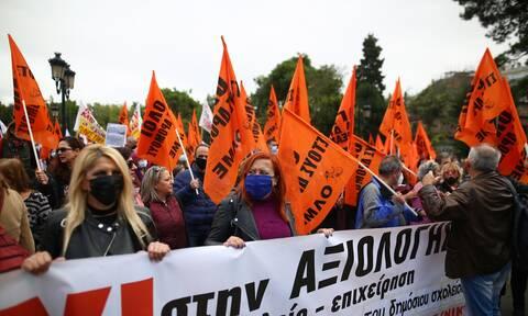 Το «σκονάκι» της ΔΟΕ σαμποτάρει την αξιολόγηση των εκπαιδευτικών