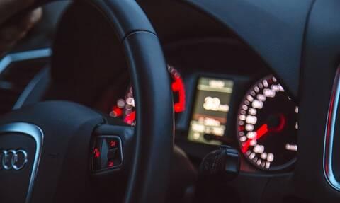 Διπλώματα οδήγησης: Τι αλλάζει - Κάμερες μέσα στο όχημα και άδεια στους 17άρηδες