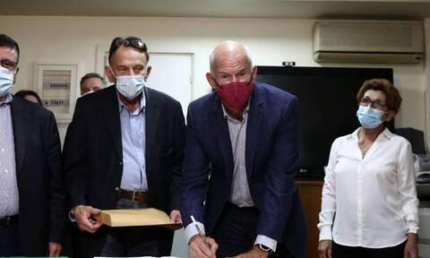 Εκλογές ΚΙΝΑΛ: Στην Χαριλάου Τρικούπη ο Γιώργος Παπανδρέου - Κατέθεσε επίσημα την υποψηφιότητά του