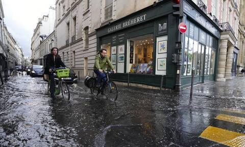 Γαλλία - Κακοκαιρία: Τουλάχιστον 120.000 νοικοκυριά παραμένουν χωρίς ρεύμα λόγω της καταιγίδα Ορόρ