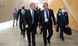 Ελληνοτουρκικά: Τετ-α-τετ οι Νίκος Παναγιωτόπουλος και Χουλουσί Ακάρ στην υπουργική Σύνοδο του ΝΑΤΟ