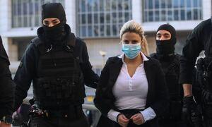 Δίκη για βιτριόλι: Αμετανόητη η Έφη Κακαράντζουλα - Έκλεβε στη φυλακή λέει ο δικηγόρος της Ιωάννας