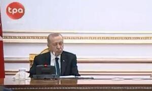 Ερντογάν: Κοιμήθηκε ξανά μπροστά στις κάμερες - «Φουντώνουν» οι φήμες για την υγεία του (vid)