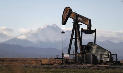 «Πάτησε φρένο» ο Dow Jones - Σημαντική πτώση στην τιμή του πετρελαίου