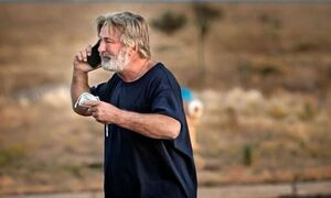 Άλεκ Μπάλντουιν: Συντετριμμένος ο ηθοποιός - Πώς εκπυρσοκρότησε το όπλο που κρατούσε (vid)