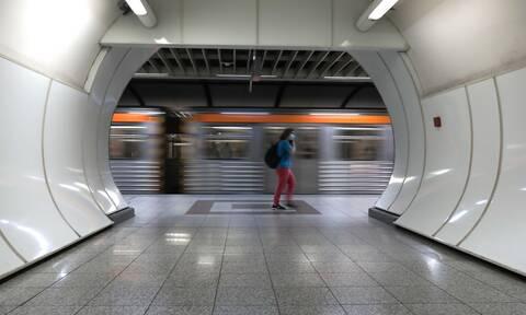 Ρεπορτάζ Newsbomb.gr στα ΜΜΜ: Οι πολίτες αντιδρούν στην αύξηση των επιβατών - «Είμαστε σαν σαρδέλες»