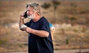 Άλεκ Μπάλντουιν: Σε σοκ ο ηθοποιός - «Γιατί μου δώσατε όπλο με αληθινές σφαίρες», μονολογούσε