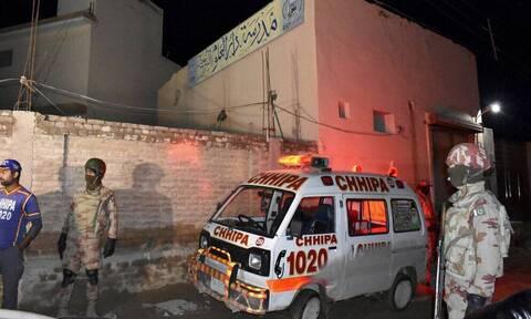 Πακιστάν: Τρεις αστυνομικοί σκοτώθηκαν σε συγκρούσεις με διαδηλωτές στη Λαχόρη