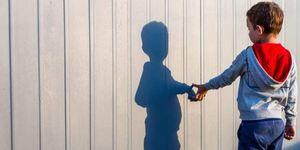 Μητέρα παιδιού με αυτισμό: «Ο γιος μου κανιβαλίστηκε» – Τι καταγγέλλει για την αδιαφορία των αρχών