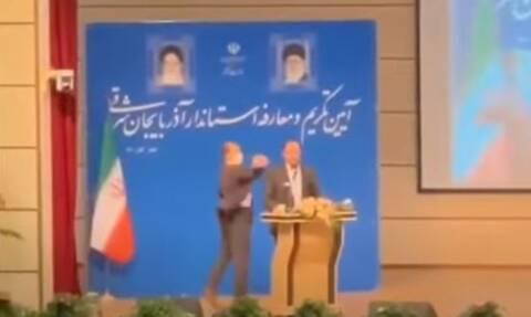 Ιράν: Εξαγριωμένος άνδρας χαστούκισε νέο κυβερνήτη, την ώρα της ορκωμοσίας του (Video)
